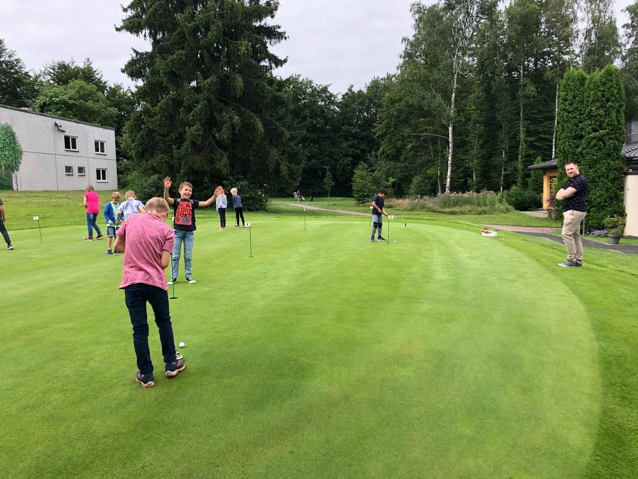 Ferienfreizeit der Gemeinde Wickede beim Golf Club Werl